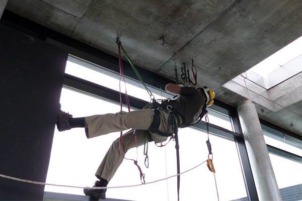Recrutement D Un Cordiste Alpinistes Du Bâtiment